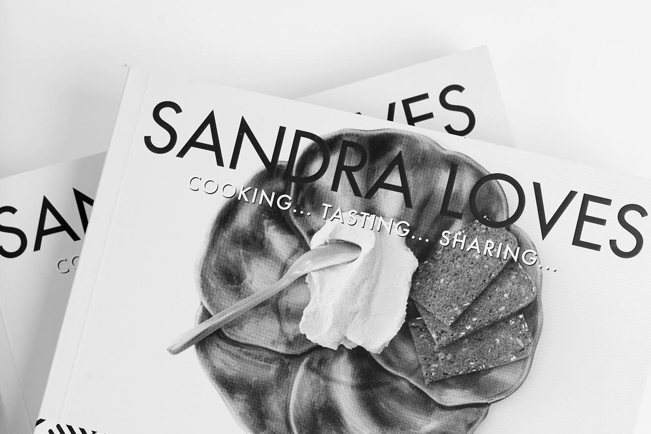 SANDRA LOVES